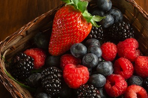 organic berries at www.bodymindwellnesscenter.com